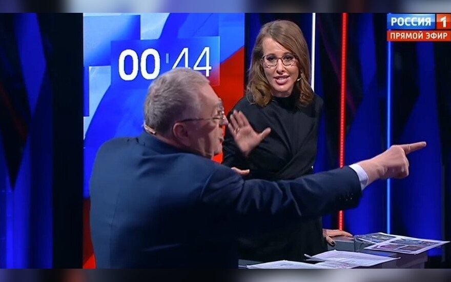 Жириновский нецензурно оскорбил Собчак на дебатах и был облит водой
