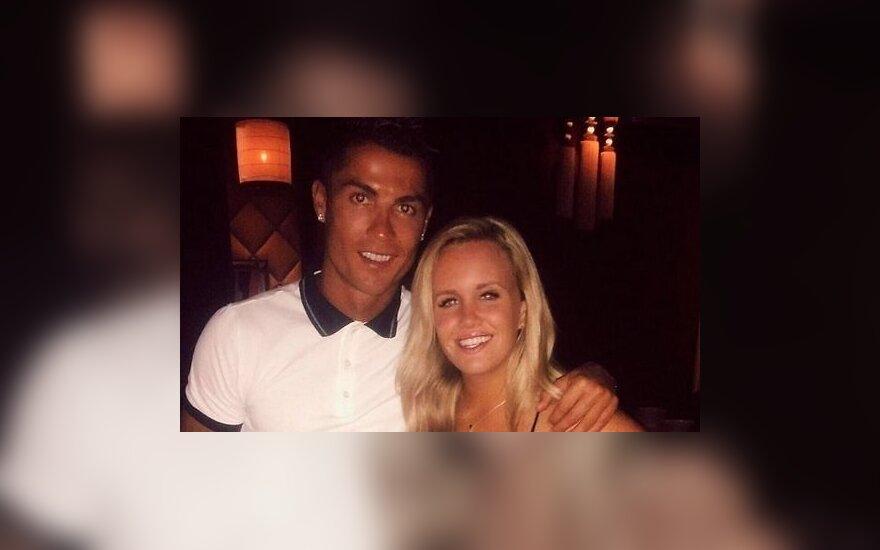 Криштиану Роналду нашел телефон девушки и пригласил ее на свидание
