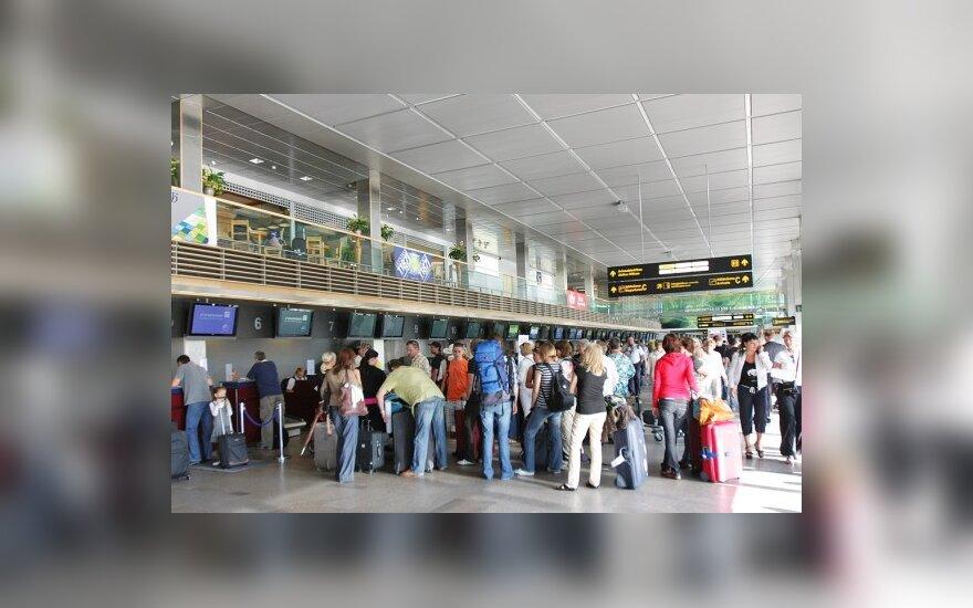 США ужесточили правила досмотра авиапассажиров