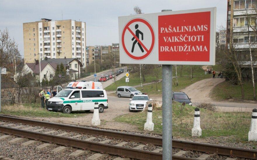После вчерашней трагедии: мать по-прежнему отправляет сына через железную дорогу
