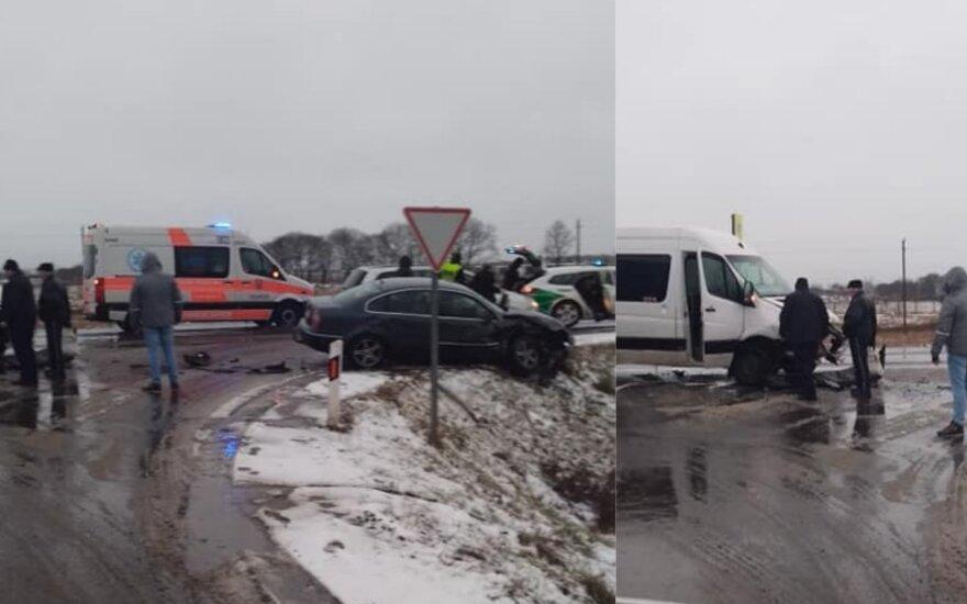 В Вильнюсском районе столкнулись микроавтобус и VW Passat: пострадали 5 человек