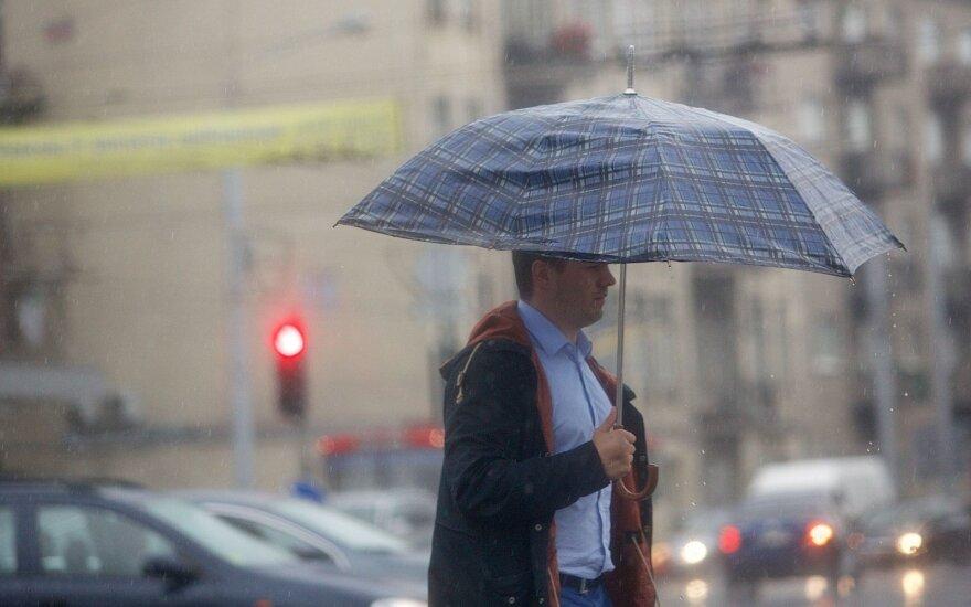 В Вильнюсе прошел ливень, гремел гром