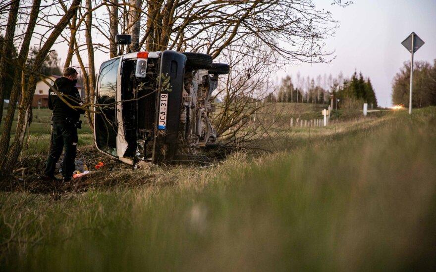 Пьяный водитель перевернулся на микроавтобусе
