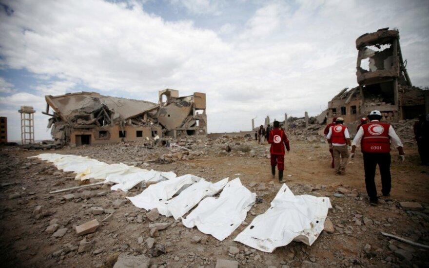 Per Saudo Arabijos antskrydžius kalėjime Jemene žuvo per šimtą žmonių