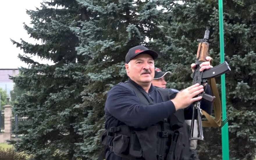 """Лукашенко пообещал найти каждого участника протестов и в воскресенье в Минске """"навести порядок"""""""