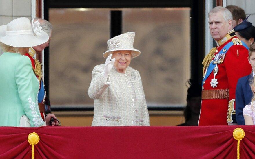 Britanijoje iškilmingai švenčiamas karalienės Elizabeth II gimtadienis