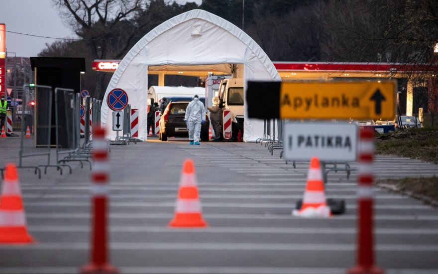 В пятницу жители Литвы активно регистрировались в мобильные пункты на сдачу образцов