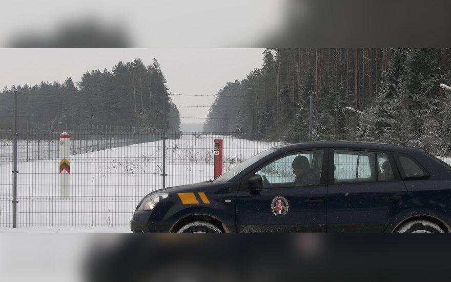 ВИДЕО: Мигранты из Ирака ночью пытались пересечь белорусско-литовскую границу