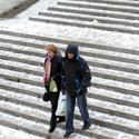 Žmonės lipa laiptais