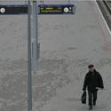 Vyras geležinelio stotyje