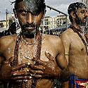 Induistai atlieka ritualinį apsiprausimą