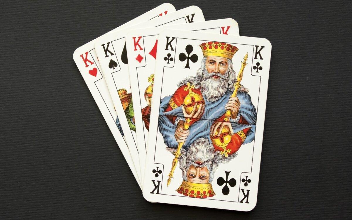 prekybos kortų žaidimų sistemos)
