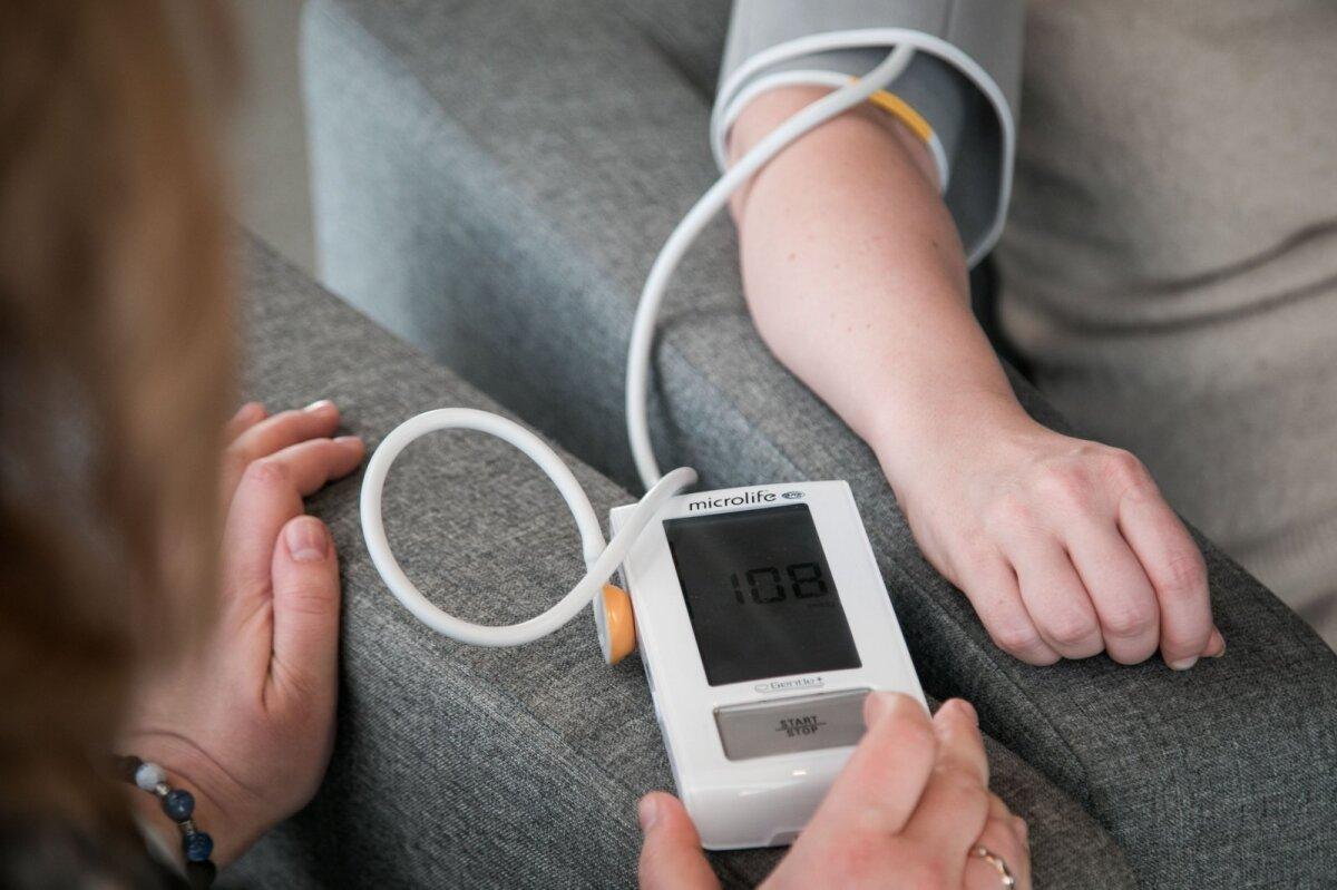 hipertenzijos spaudimas smegenims šokinėja kraujo spaudimas