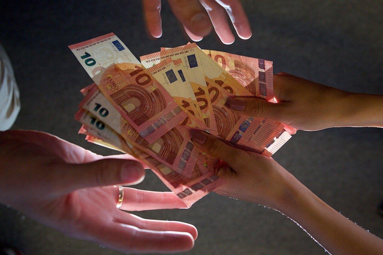 užsidirbti papildomų pinigų kolegijos metu