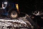 Nufilmuota: traktoriaus pagalba BMW baigėsi netikėta nesėkme