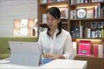 Virtualaus makiažo paslauga: moterys telefono ekrane atrodys nepriekaištingai