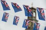 Londono finansų rinkose chaosas: akcijos ir svaro vertė sparčiai krinta
