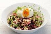 Perlinių kruopų salotos su burokėliais ir riešutais