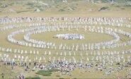 """""""Baltosios brolijos"""" nariai Bulgarijoje ritualiniu šokiu pasitiko Naujuosius metus"""