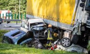 Vilniuje – masinė avarija: automobiliai visiškai suknežinti, vienas žmogus mirė