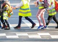 Tėvų skubėjimas gali tapti vaikų traumų priežastimi: ką būtina žinoti, sustojus prie mokyklos?