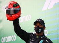 Hamiltonas pergalėmis pavijo Schumacherį, varžovą taranavęs Raikkonenas džiaugiasi lenktynių rekordu