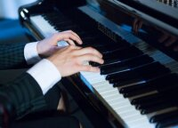 Young Lithuanian pianist teaches Čiurlionis' music colors in America