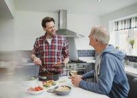 Kontroversiška švedų idėja: privačios vakarienės, kuriose vyrai kalba apie... savo jausmus