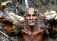 Krabų medžiotojas Brazilijoje jaučia klimato kaitos pasekmes