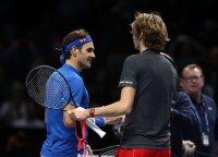 Zverevas Londone įveikė Federerį ir finale kovos su Djokovičiumi