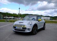 """Elektrinio """"Mini Cooper SE"""" testas: mini atstumas, <em>maksi</em> malonumas"""