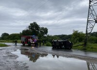 Vilniuje apvirto į elektros linijos atramą atsitrenkęs įkaušusio vairuotojo visureigis