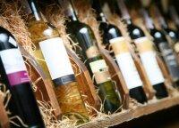 Kodėl baltas vynas pilstomas į skaidraus stiklo, o raudonas – į nepermatomus butelius?