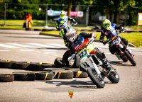 """Elektrėnuose – ekstremalus """"Supermoto"""" išbandymas motociklininkams: griuvo net čempionai"""