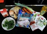 """<span style=""""color: #c00000;"""">Kalėdų stalas.</span> Tikros šventės receptas – kepta žuvis po daržovių apklotu"""