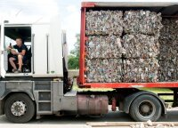Plastiko butelių perdirbimas žengia į priekį: gamina automobiliams kilimėlius