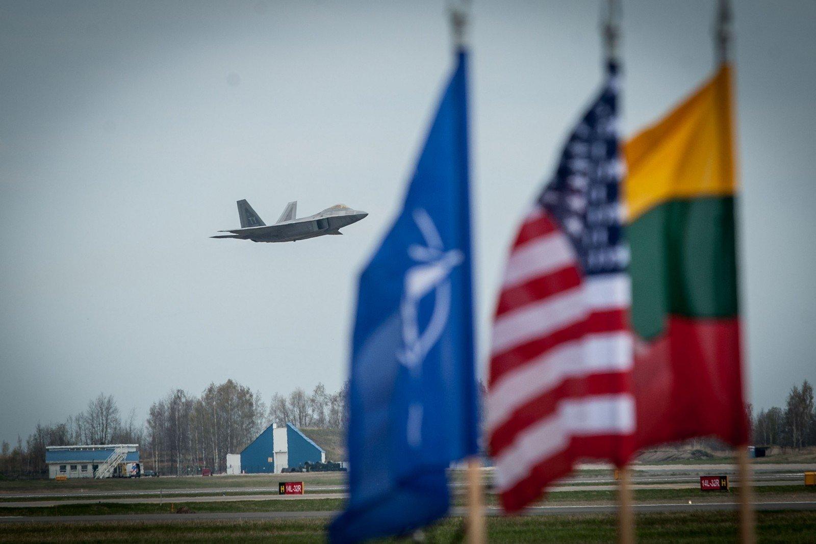ВЛитву прибыли первые военные нового батальона НАТО