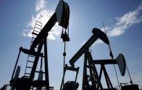 Naftos kainos penktadienį kinta minimaliai