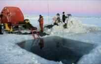 Saulėgrįža Antarktidoje pasitikta maudynėmis lediniame vandenyje