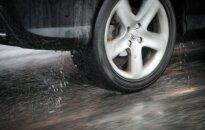 Automobilio nuomos pinklės: klimpsta dar vienas pareigūnas