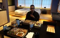 3 mėnesius dirbo, kad susimokėtų 1000 eurų už vieną naktį Japonijoje