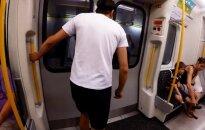 Londono gyventojas įrodė: pavyti metro traukinį – įmanoma