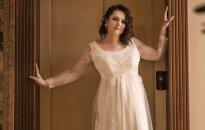 Stereotipus sprogdinanti fotosesija: laiminga nuotaka nelygu S dydžio suknelei