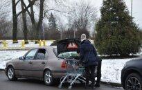 Lithuanians shopping in Suwalki