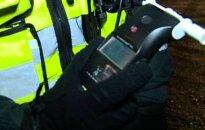Į ligoninę blaivumui nustatyti atvežtas patrulis paspruko per tualeto langą