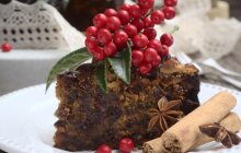Kalėdinis džiovintų vaisių pyragas. Brandinamas kelias savaites