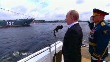 Видео: парад на Неве в Санкт-Петербурге в честь Дня ВМФ