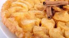Pyragas su karamelizuotais obuoliais