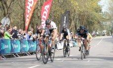 Pavasariškas oras į plento dviračių varžybų startą sutraukė beveik pusę tūkstančio dviratininkų