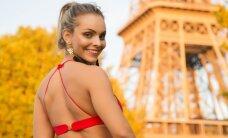 Brazilų gražuolė drabužėlius nusimetė Eifelio bokšto papėdėje